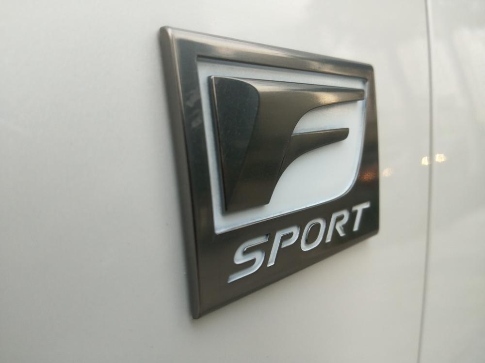 Bán xe Lexus CT200H năm 2011, màu trắng, nhập khẩu nguyên chiếc