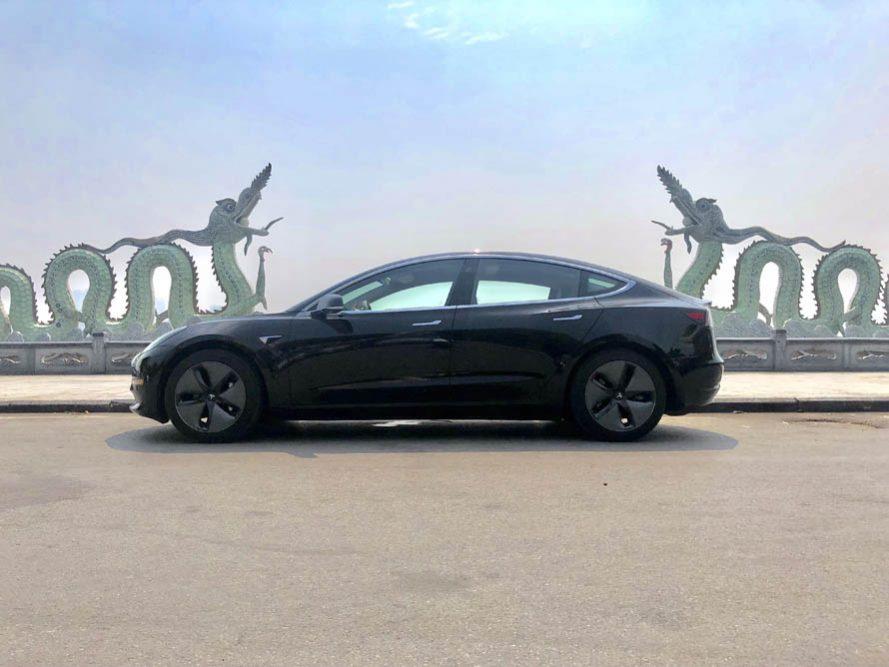 Tesla Model 3 đời 2018, màu đen, xe nhập