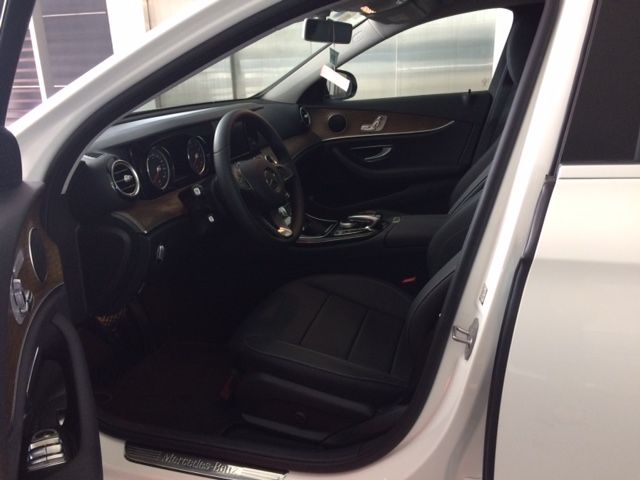 Bán Mercedes E200 2019, 2tỷ 039tr màu trắng, 39 km, xe cũ chính hãng