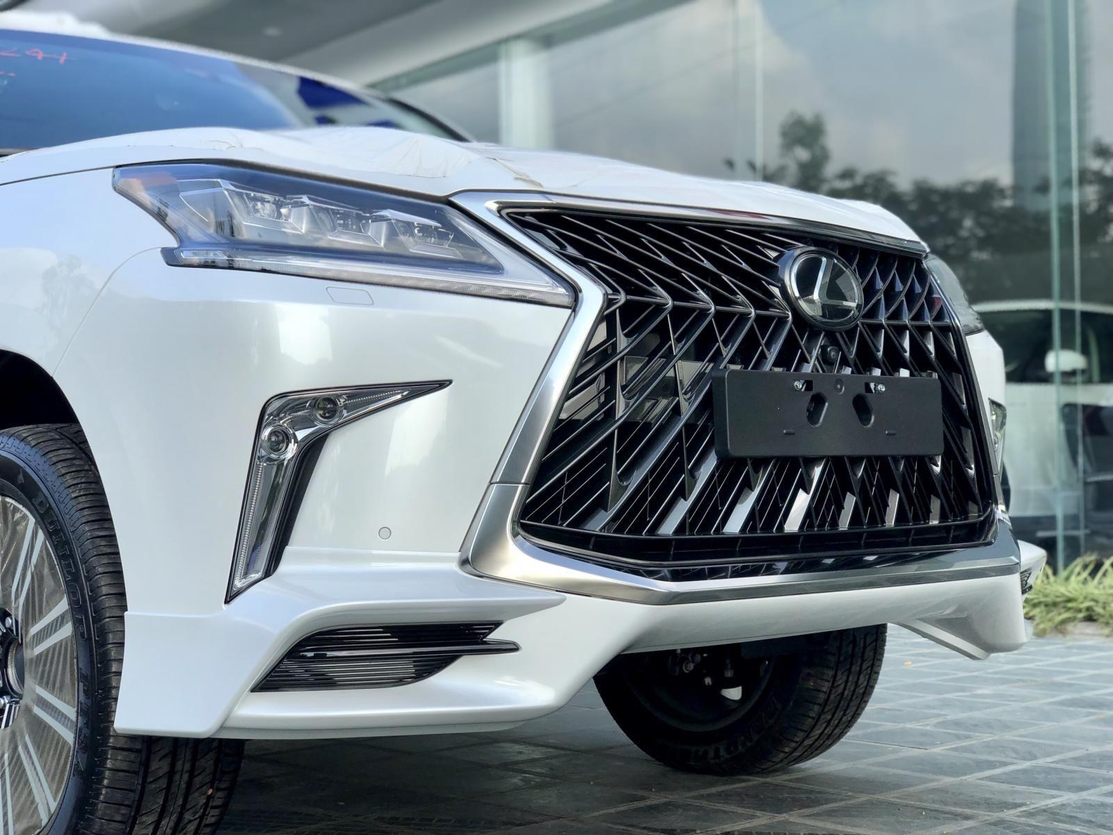 Cần bán nhanh chiếc xe  Lexus LX 570 đời 2019, màu trắng - Có sẵn xe - Giao nhanh toàn quốc