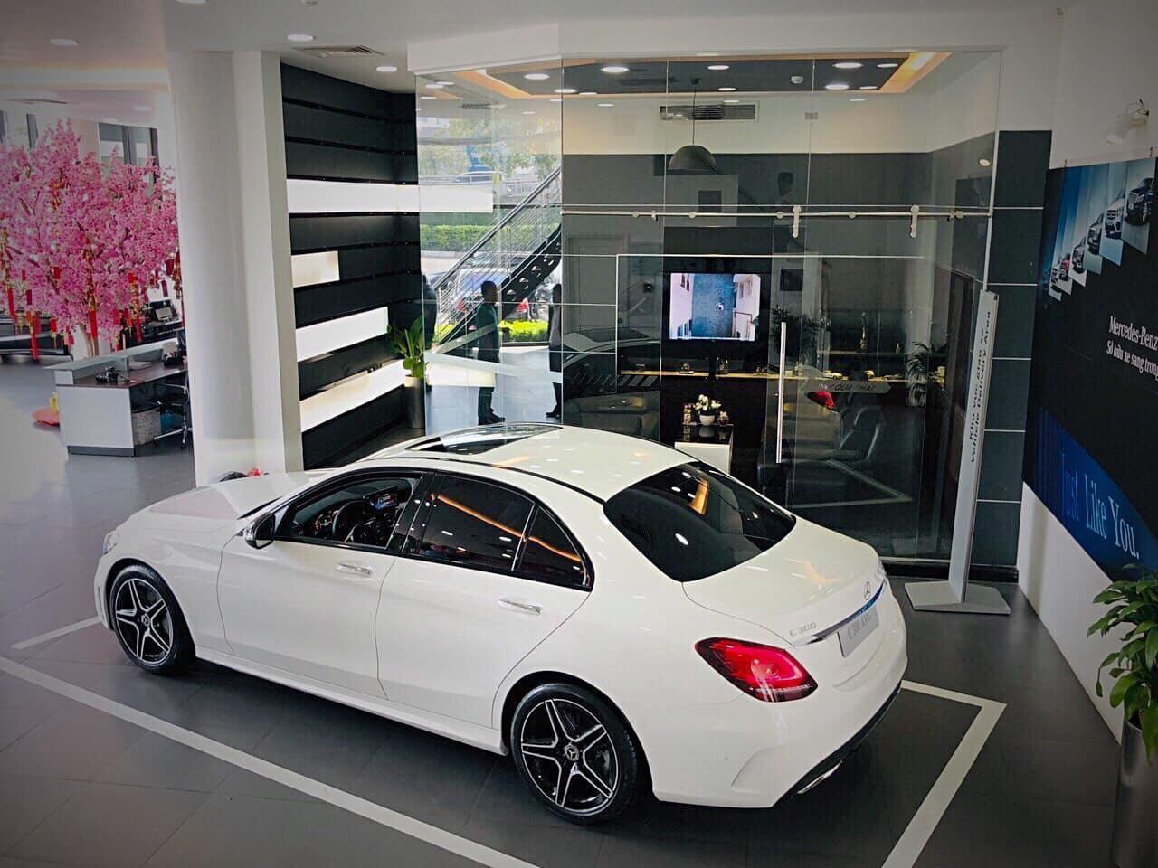 Thanh toán trươc 610 triệu nhận ngay Mercedes C300 AMG