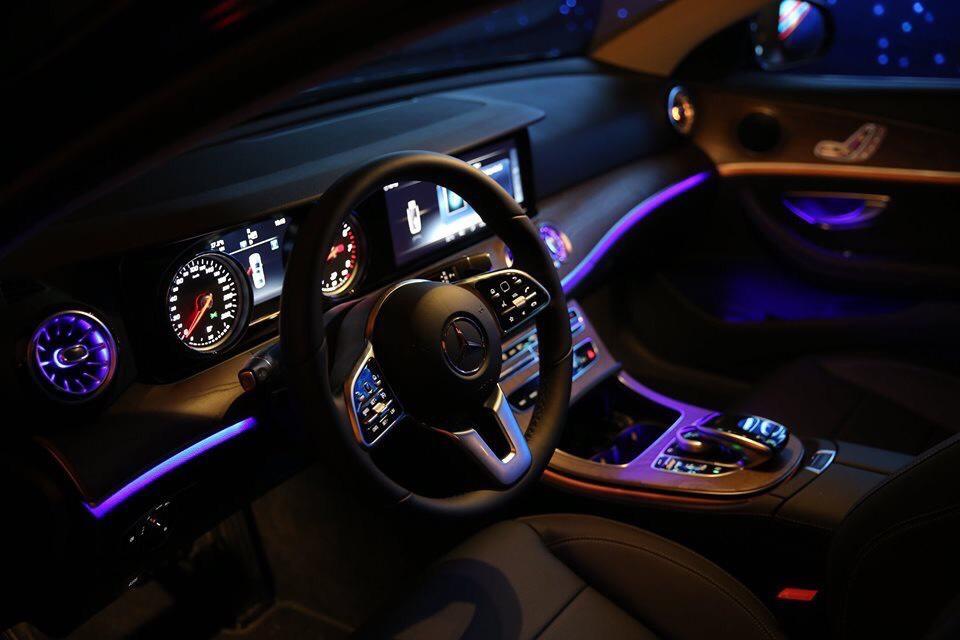 Mercedes E 200 Sport giá tốt kèm nhiều ưu đãi lớn