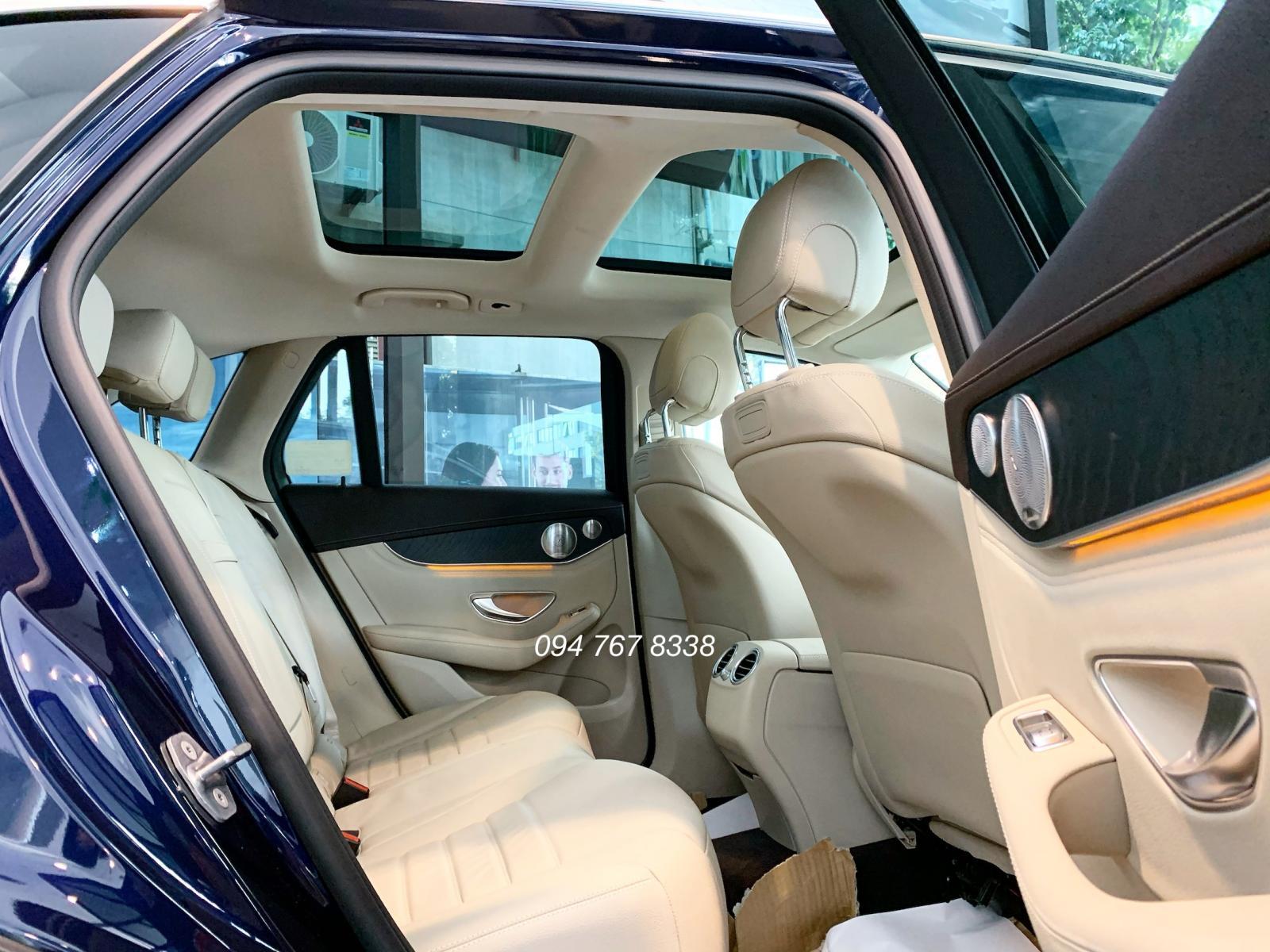 Xe Mercedes GLC300 AMG đời 2020, màu xanh lam