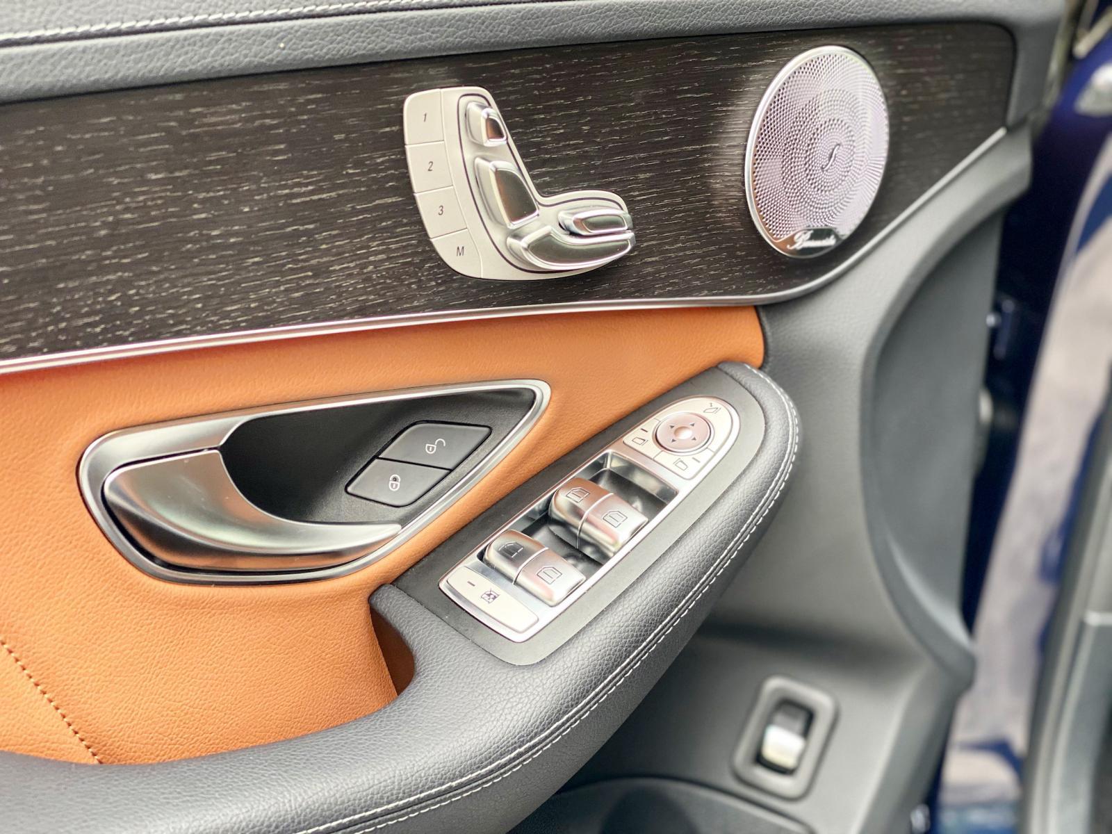 Bán Mercedes C300 AMG 2020 chính chủ chạy lướt, biển đẹp, giá tốt
