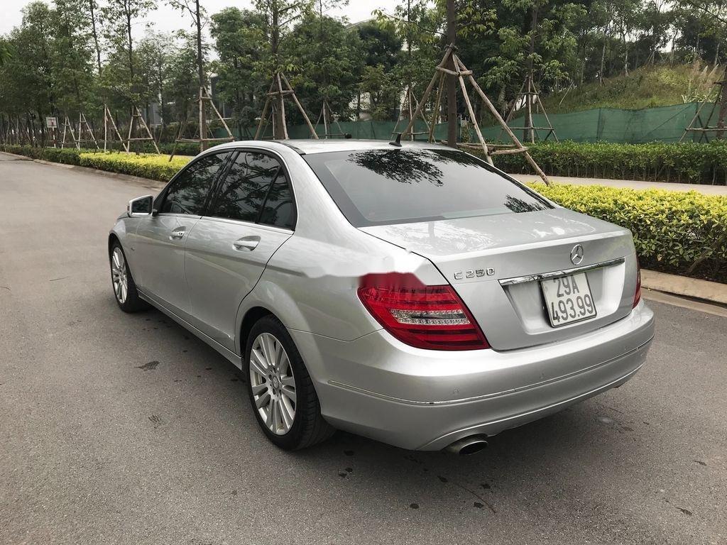 Cần bán gấp Mercedes C250 năm 2011, màu bạc, 555 triệu