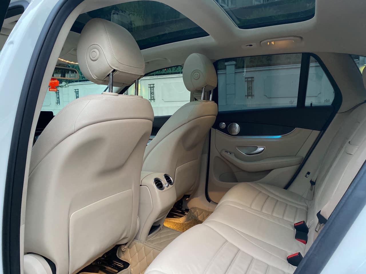 Quốc Duy Auto - Bán xe Mercedes GLC300 trắng/kem 2017 siêu mới - trả trước 650 triệu nhận xe ngay