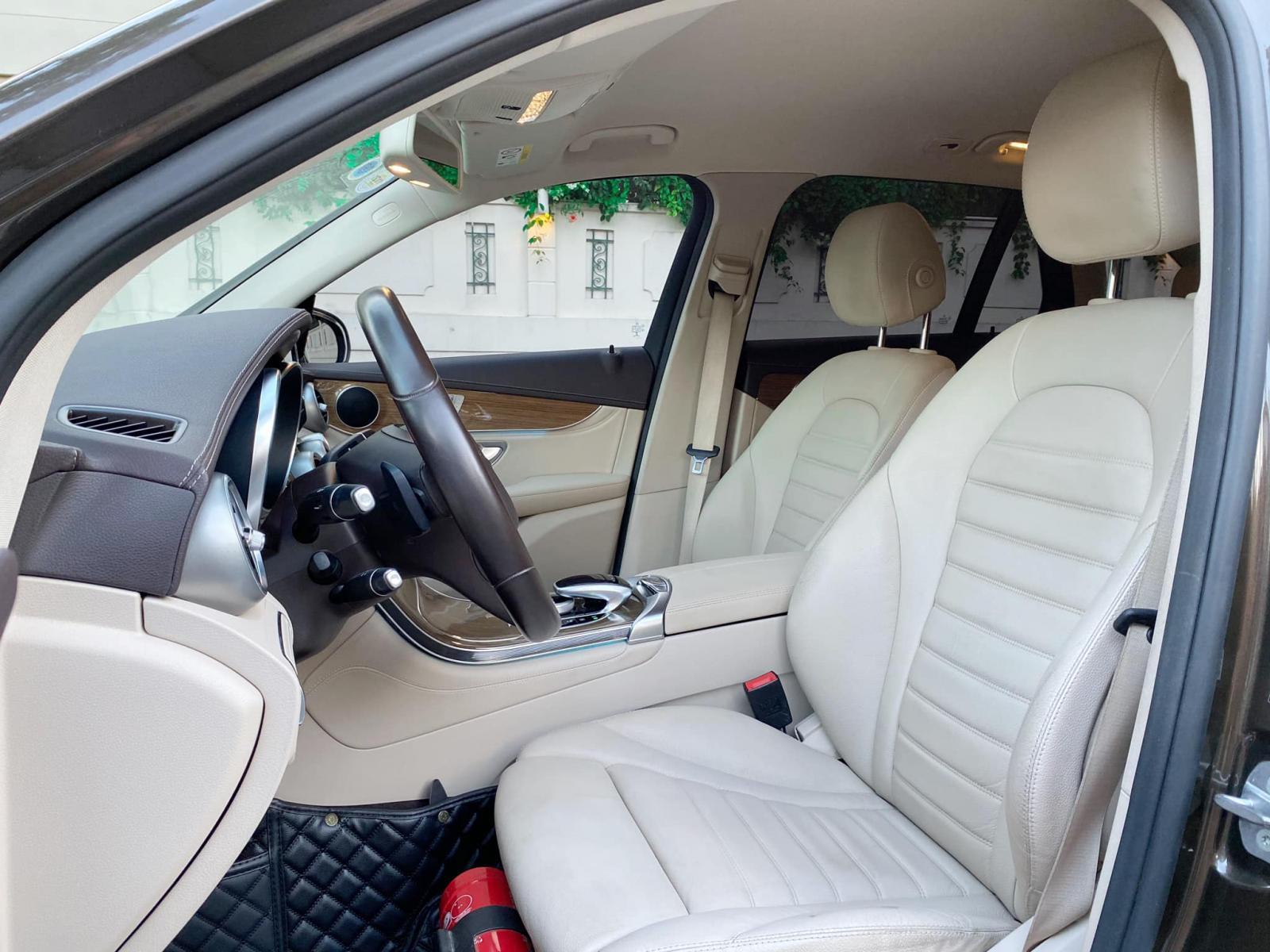Bán ô tô Mercedes GLC250 2018, màu nâu