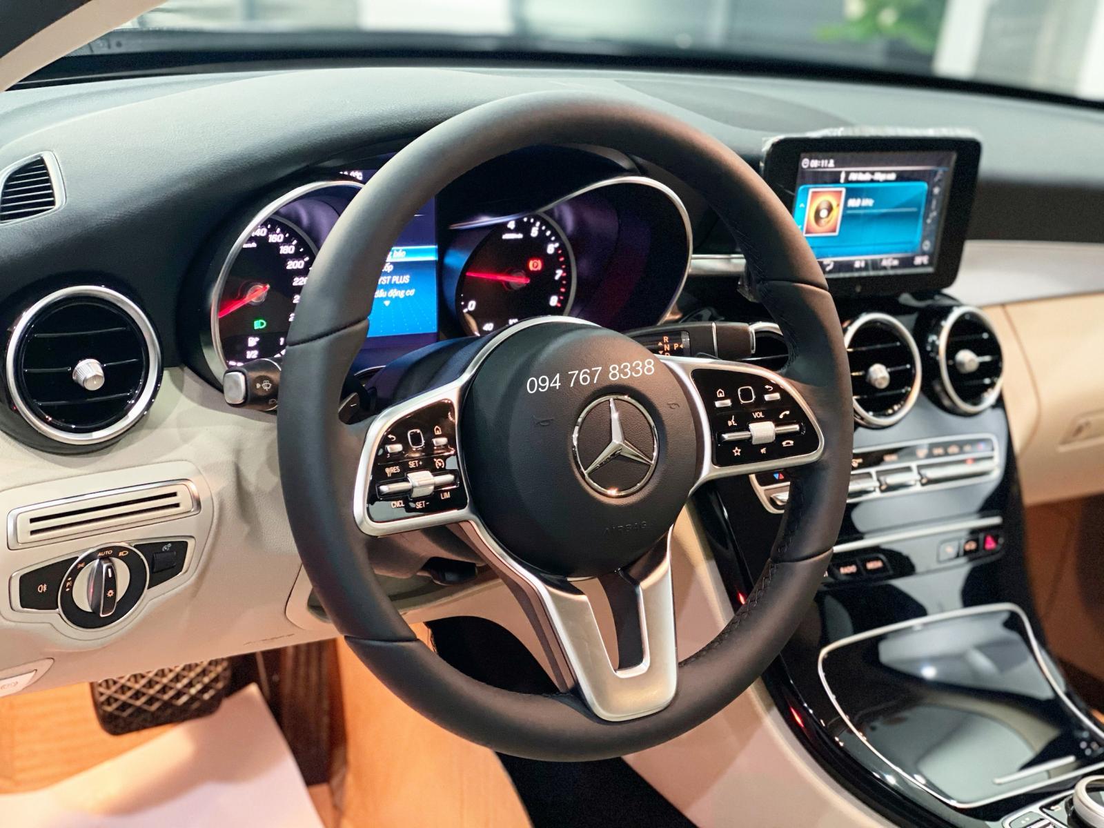 Cần bán Mercedes C180 AMG đời 2021, màu đen