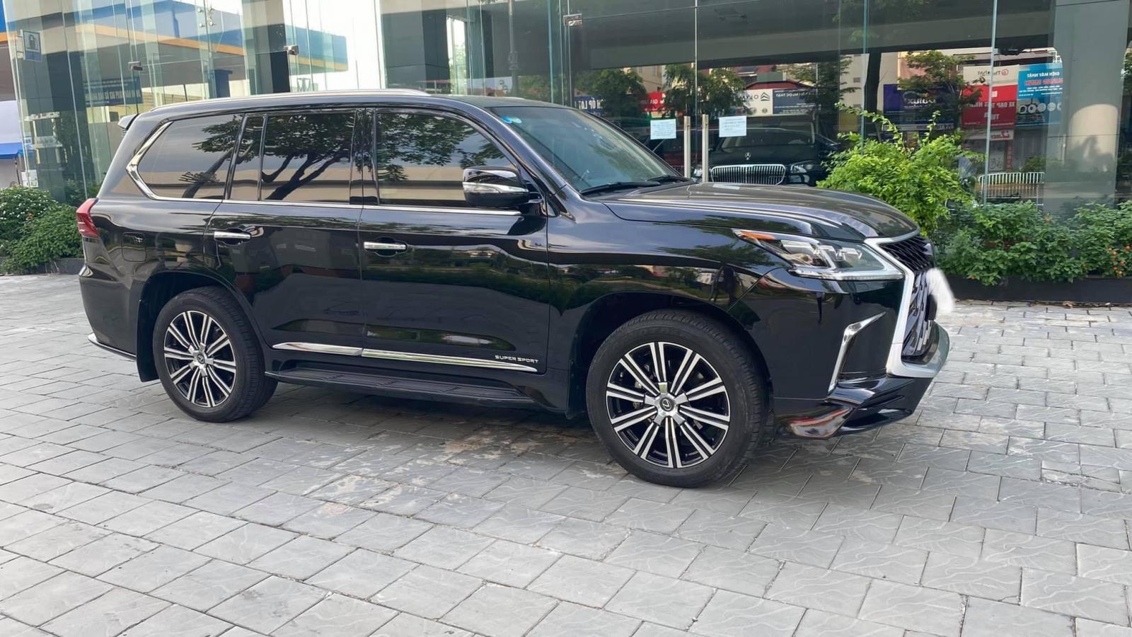 Bán Lexus LX570 MBS 4 chỗ màu đen, sản xuất 2019, lăn bánh cực ít, mới 99,9%