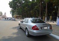 Bán xe Mercedes E200 năm 2005, màu bạc, nhập khẩu nguyên chiếc số tự động, giá chỉ 340 triệu giá 340 triệu tại Tp.HCM