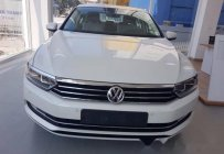Bán Volkswagen Passat đời 2017, màu trắng giá 1 tỷ 450 tr tại Lào Cai