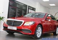 Bán xe Mercedes E200 màu đỏ, giá tốt, giao xe ngay giá 2 tỷ 99 tr tại Hà Nội