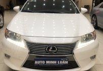 Bán xe Lexus ES 300h đời 2014 màu trắng giá 1 tỷ 850 tr tại Tp.HCM