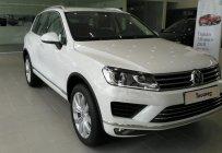 Bán xe Volkswagen Touareg SUV 5 chỗ xe Đức nhập khẩu nguyên chiếc chính hãng mới 100%. LH 0933 365 188 giá 2 tỷ 499 tr tại Tp.HCM