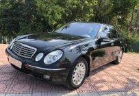 Cần bán lại xe Mercedes E200 đời 2004, màu đen giá 300 triệu tại Hà Nội