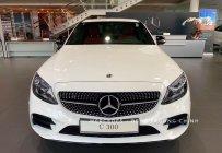 Bán Mercedes C300 AMG 2019- màu trắng, thể thao-mạnh mẽ đầy uy lực giá 1 tỷ 897 tr tại Tp.HCM