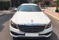 Gia đình cần bán Mercedes E200 đời 2017, màu trắng số tự động giá 1 tỷ 560 tr tại Tp.HCM