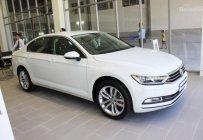 Thanh lý nhanh trước Tết xe Volkswagen Passat Comfort đời 2017, màu trắng, xe nhập giá 1 tỷ 380 tr tại Tp.HCM