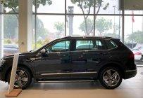 Bán Tiguan Luxury S 2021 đen giao ngay giá 1 tỷ 899 tr tại Tp.HCM